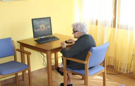 Mayor con actividad en ordenador