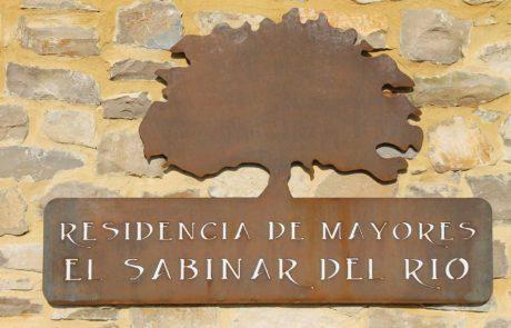 Cartel de la entrada principal